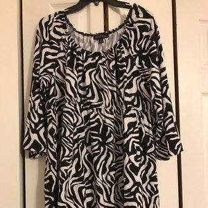 NWOT SLINKY BRAND BLACK AND WHITE TOP